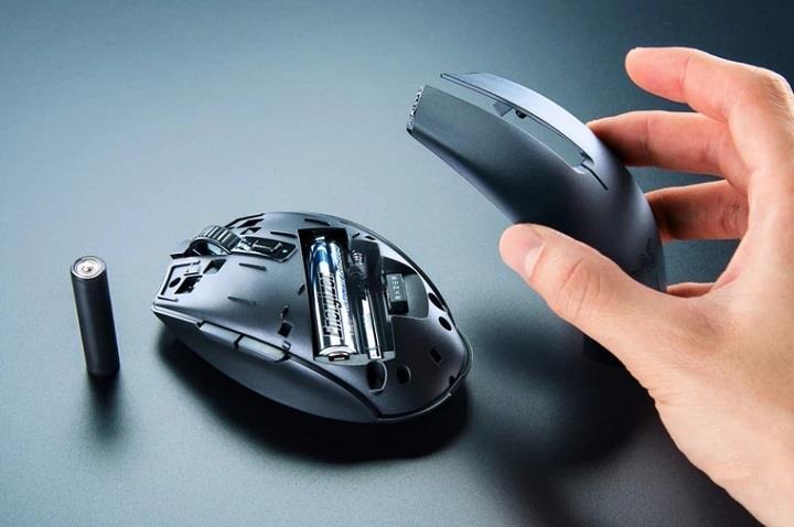 Razer Orochi V2 無線電競滑鼠,通用 3 號及 4 號電池、最長 950 小時續航力
